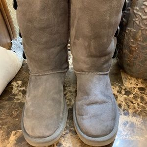 UGG Bailey Button Triplet Genuine Shearling size 7